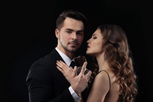 Männer Parfum, Frau begehrt Mann